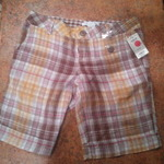 Plaid bermuda shorts is being swapped online for free