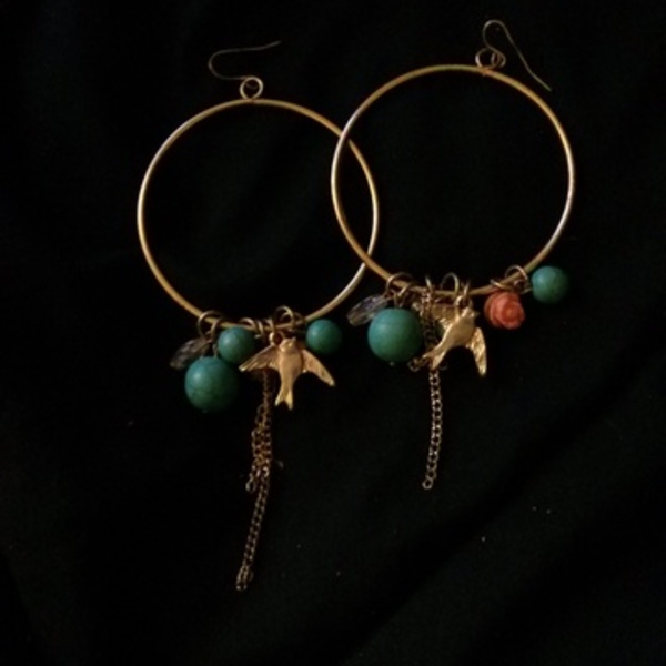 dangling hoop earings is being swapped online for free