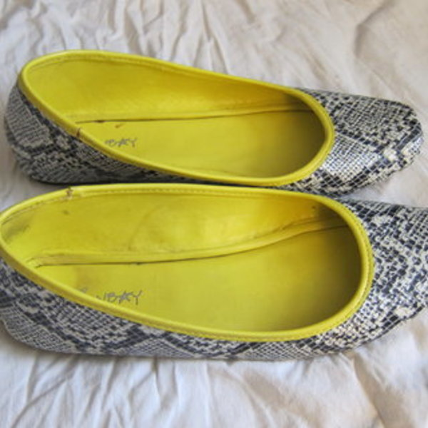 Union Bay snakeskin flats 7 is being swapped online for free