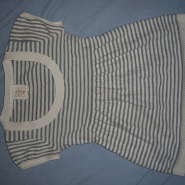 XS flare stripes top shirt is being swapped online for free