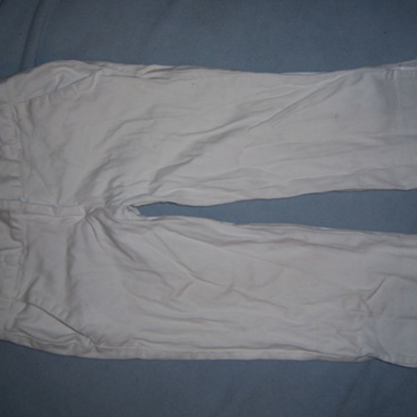 sz 3 WHITE capri pant is being swapped online for free