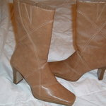 Tan Boots size 6 is being swapped online for free