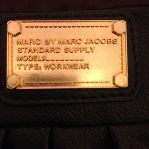 Faux Black Marc Jacobs Satchel with Gold Detail is being swapped online for free
