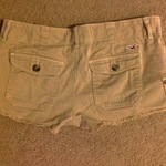 Hollister kaki shorts is being swapped online for free