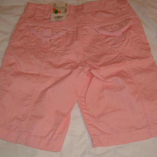 Arizona bermuda shorts is being swapped online for free