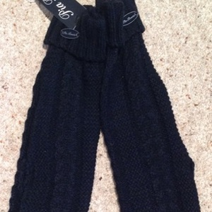 Pia Rosinni Black Long Fingerless Gloves - One Size. is being swapped online for free