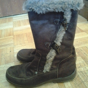 winter boots  is being swapped online for free