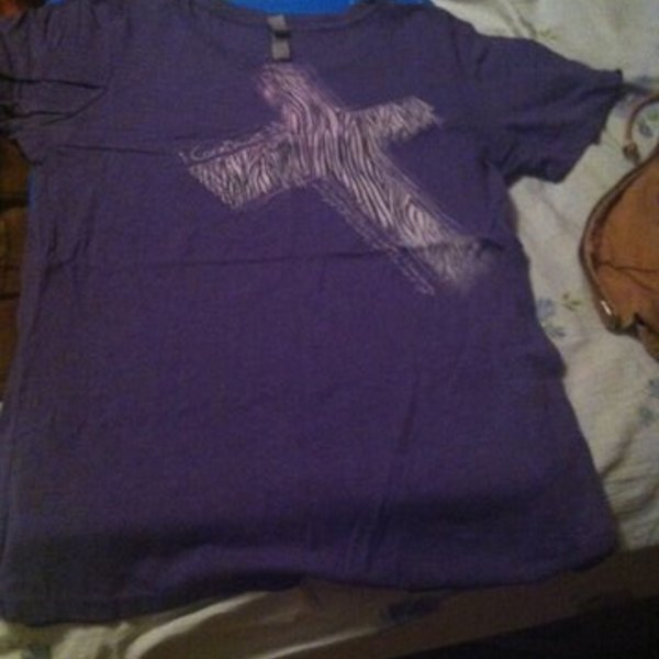 Purple Cross Shirt is being swapped online for free