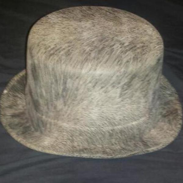 black and white top hat is being swapped online for free