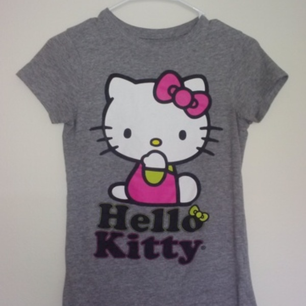 Hello Kitty Shirt is being swapped online for free