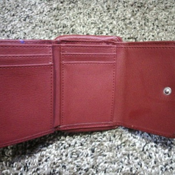 NICE LITTLE RED LEATHER WALLET is being swapped online for free