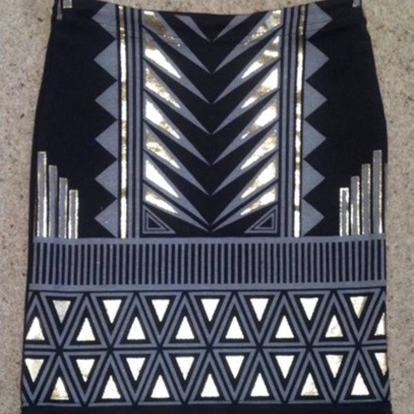Boohoo Aztec Foil Mini Skirt - Size UK 6, black and gold.  is being swapped online for free