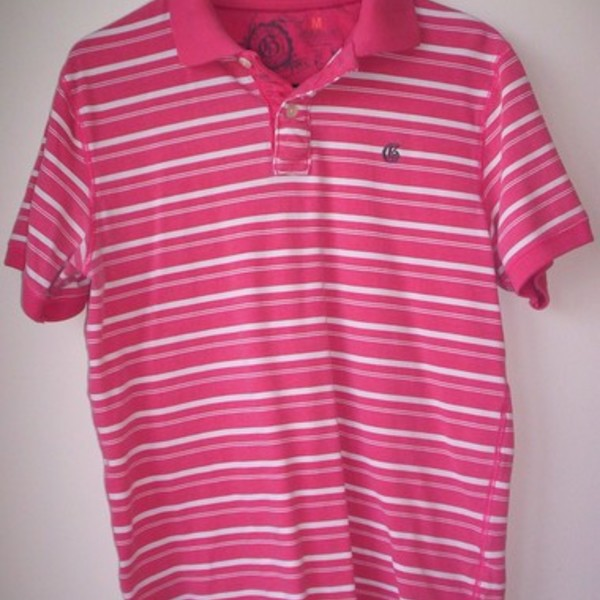 Pink & White Gap Athletic Fit Polo M is being swapped online for free