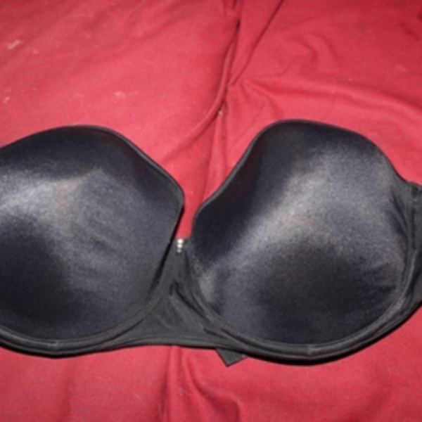 black strapless bra sz 38d is being swapped online for free