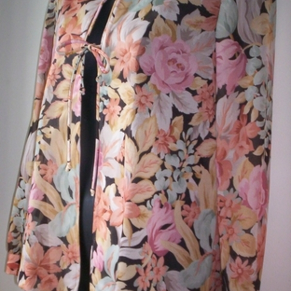 Vintage Floral Cover Up Jacket Top M is being swapped online for free