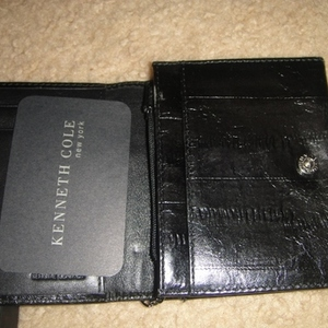 Kenneth Cole Leather Wallet with box is being swapped online for free