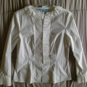 TRADED New Antonio Melani Small White Business Top  is being swapped online for free
