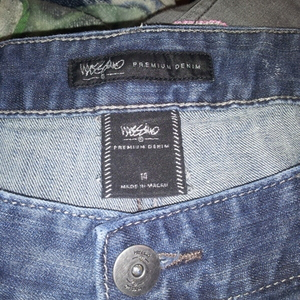 blue mossimo jeans is being swapped online for free