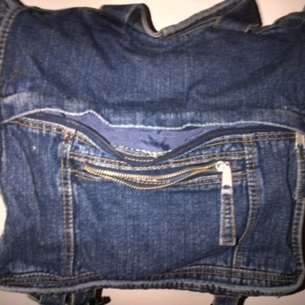 Jean messenger bag is being swapped online for free