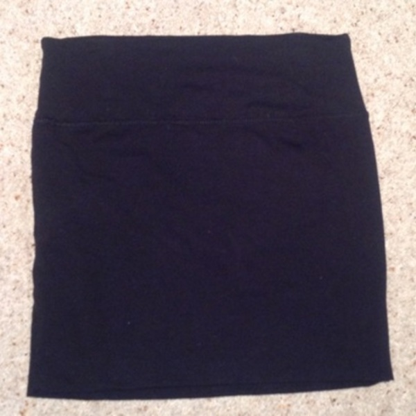 New Look Black Mini Skirt - Size UK 6. is being swapped online for free