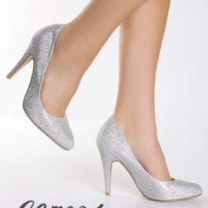 Gomax Silver Glitter Pumps is being swapped online for free