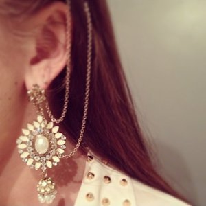 Earrings w attached chain into your hair is being swapped online for free