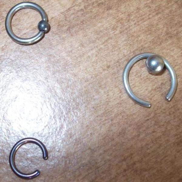 Medium sized (smaller) belly/nipple/eyebrow ring is being swapped online for free