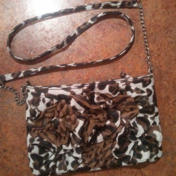 Brown adjustable purse is being swapped online for free