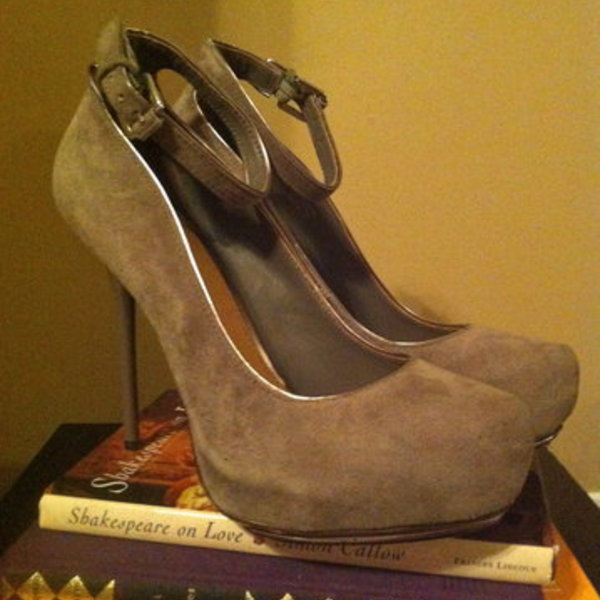 Badgley Mischka gray heels, size 8 is being swapped online for free