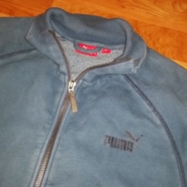 PUMA sz sm zip up sweatshirt is being swapped online for free
