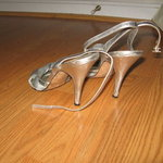 "LAUNDRY by Shelli Segal silver heels - 9m 4"" is being swapped online for free"