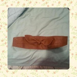 NWOT bow brown belt is being swapped online for free