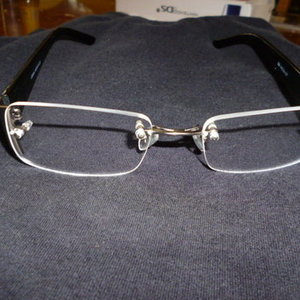rimless crown eyeglasses is being swapped online for free