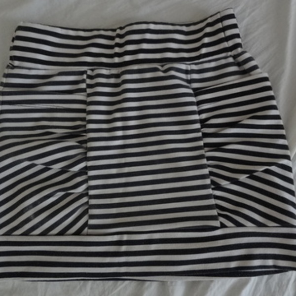 Cute Striped Mini Skirt S is being swapped online for free