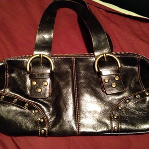 Awesome Leather Hillard & Hanson Purse is being swapped online for free