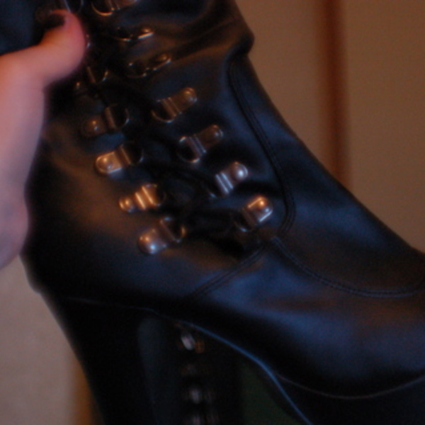 Vampire Gothic Platform Boots is being swapped online for free