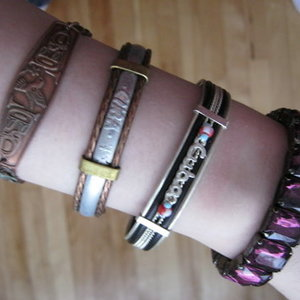 Bracelets is being swapped online for free