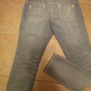 NWOT MAURICES JEGGINS JEANS SIZE M is being swapped online for free