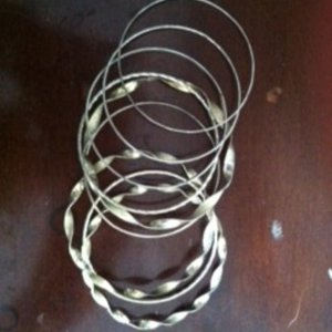 9 variety metal bangles is being swapped online for free
