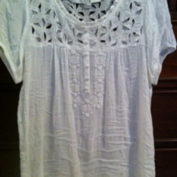Forever 21 white peasant top size small is being swapped online for free