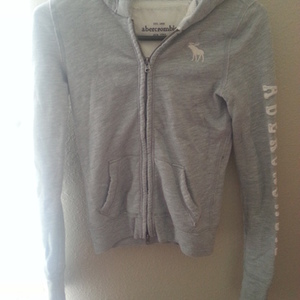 Gray Abrecrombie Sweater is being swapped online for free