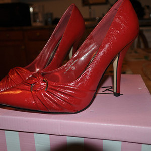 HOT red womens heels size 8  is being swapped online for free