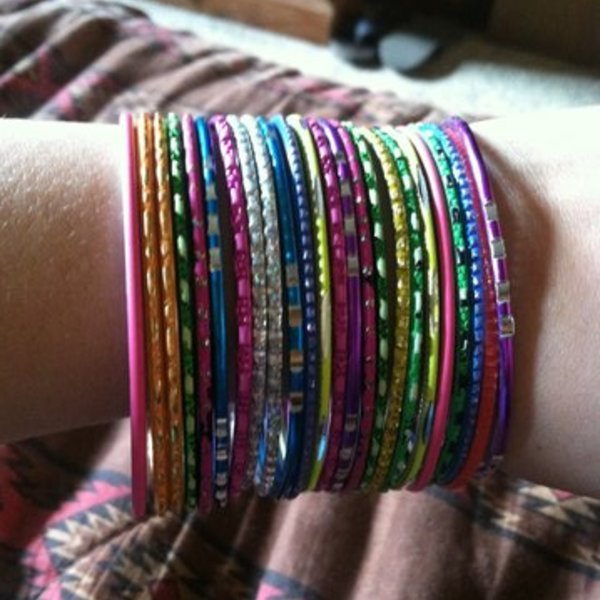 24 rainbow bangle bracelets  is being swapped online for free