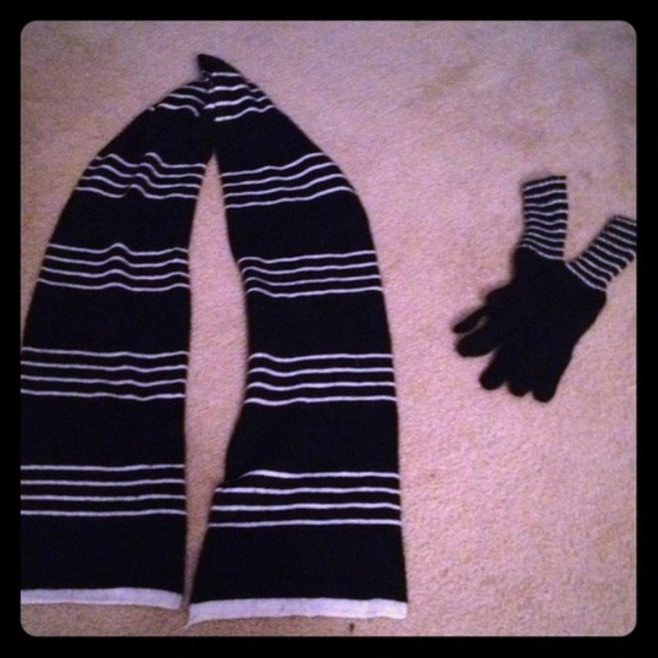 Target Scarf & Glove set is being swapped online for free