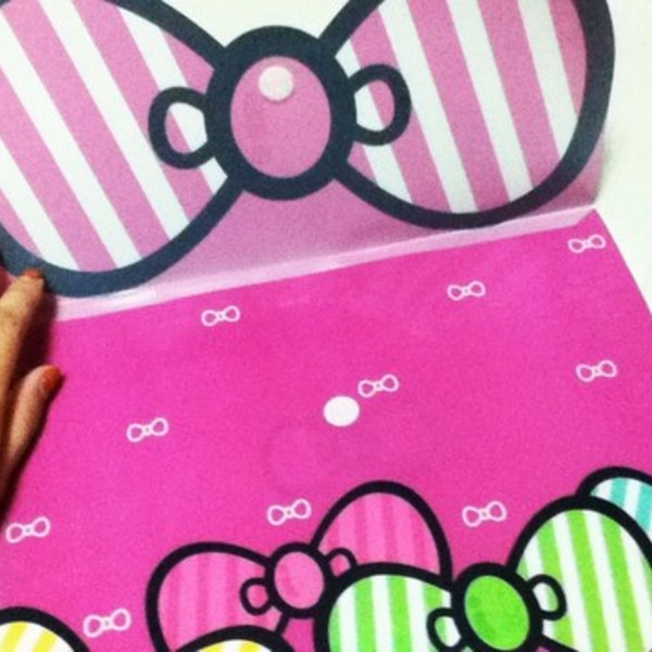 Hello Kitty Folder from Korea is being swapped online for free