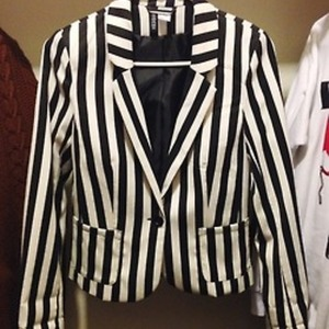 H&M Striped Blazer SMALL US 6 is being swapped online for free