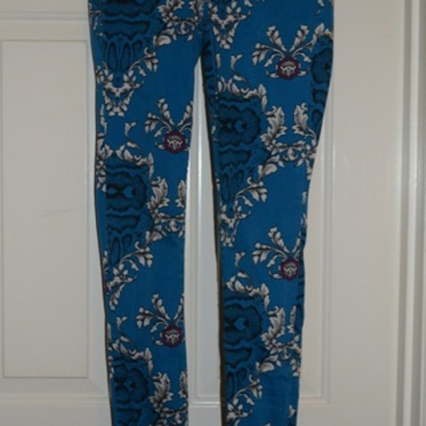 Blue Floral Print Pants is being swapped online for free