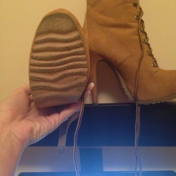 Army Boots is being swapped online for free