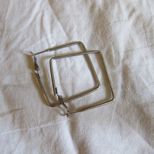 "Square silver ""hoop"" earrings is being swapped online for free"