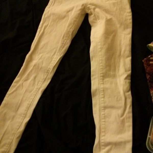 White Jeans is being swapped online for free